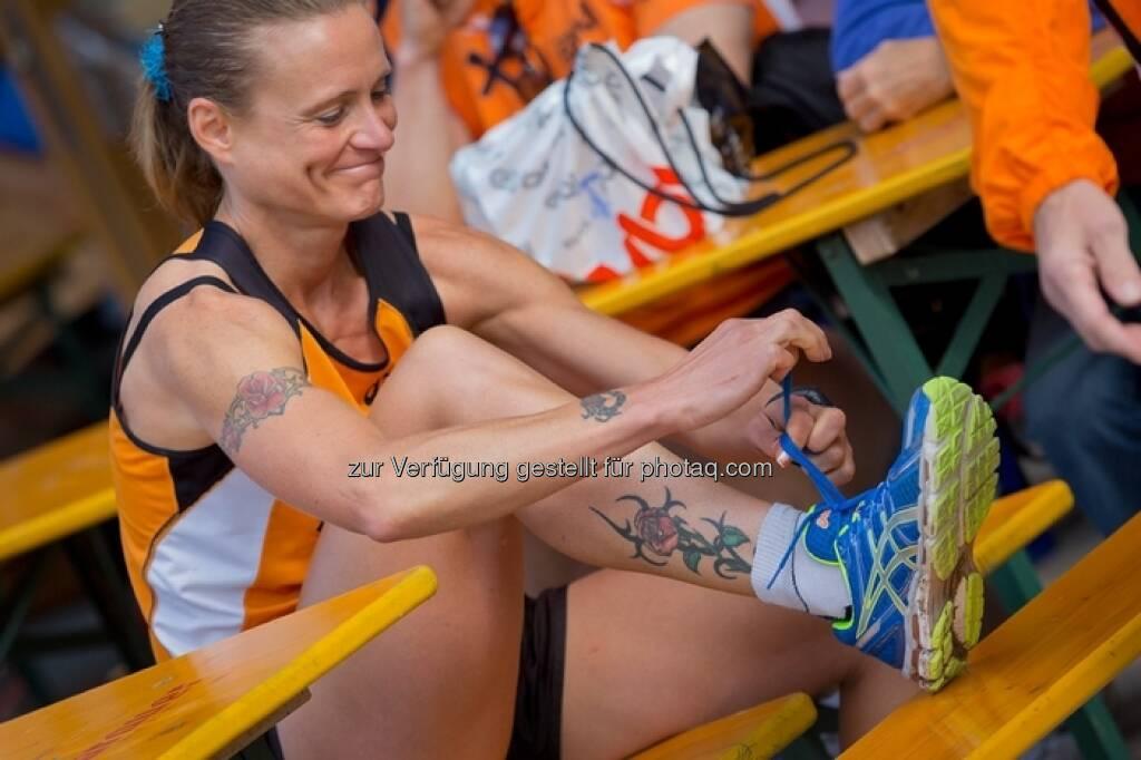 Laufen, Schuhe binden, ESPA-Ötscher-Marathon 2013 , © Rainer Mirau (27.07.2013)