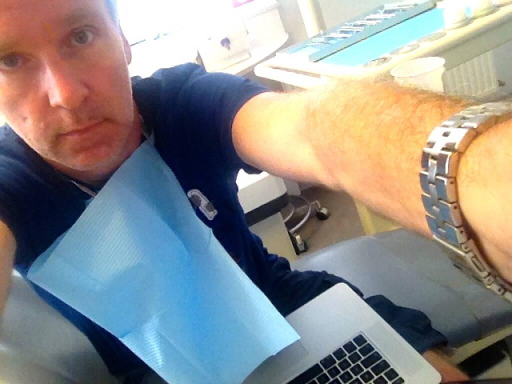 ... wenn ich von der Sommertour berichte, darf mein Zahnarzt nicht fehlen, bereits drei Sessions in kurzer Abfolge mit dem vollen Programm. Immerhin durfte ich am Zahn-OP-Sessel mit dem Laptop ein bissl was weiterbringen #dasistarbeitseinsatz (01.08.2013)