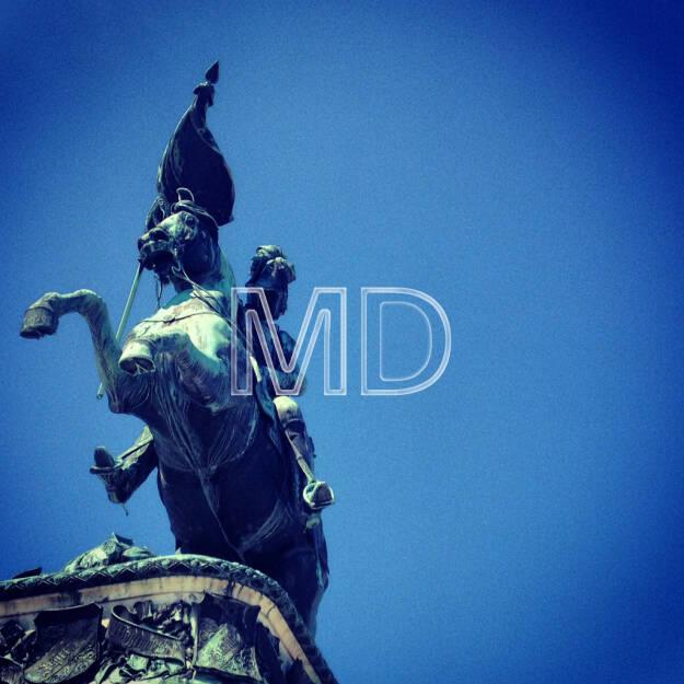 Statue, Heldenplatz, © www.martina-draper.at (11.08.2013)