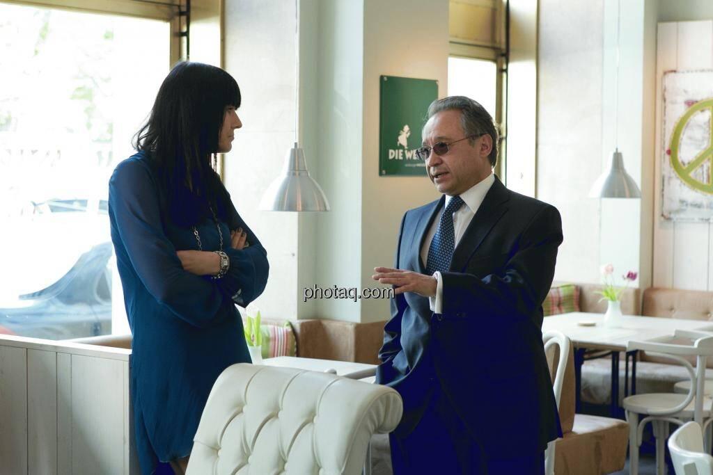 Simone Korhonen (IR-World.com), Lenic M. Rodriguez (CEO Aurcana), © Martina Draper (15.12.2012)