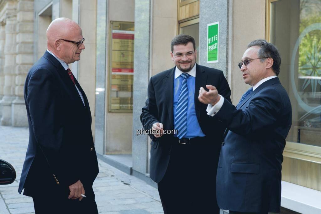 Hugh D. Clarke (Vice President Endeavour Silver), Richard H. Mayr (CEO Argentuminvest), Lenic M. Rodriguez (CEO Aurcana), © Martina Draper (15.12.2012)