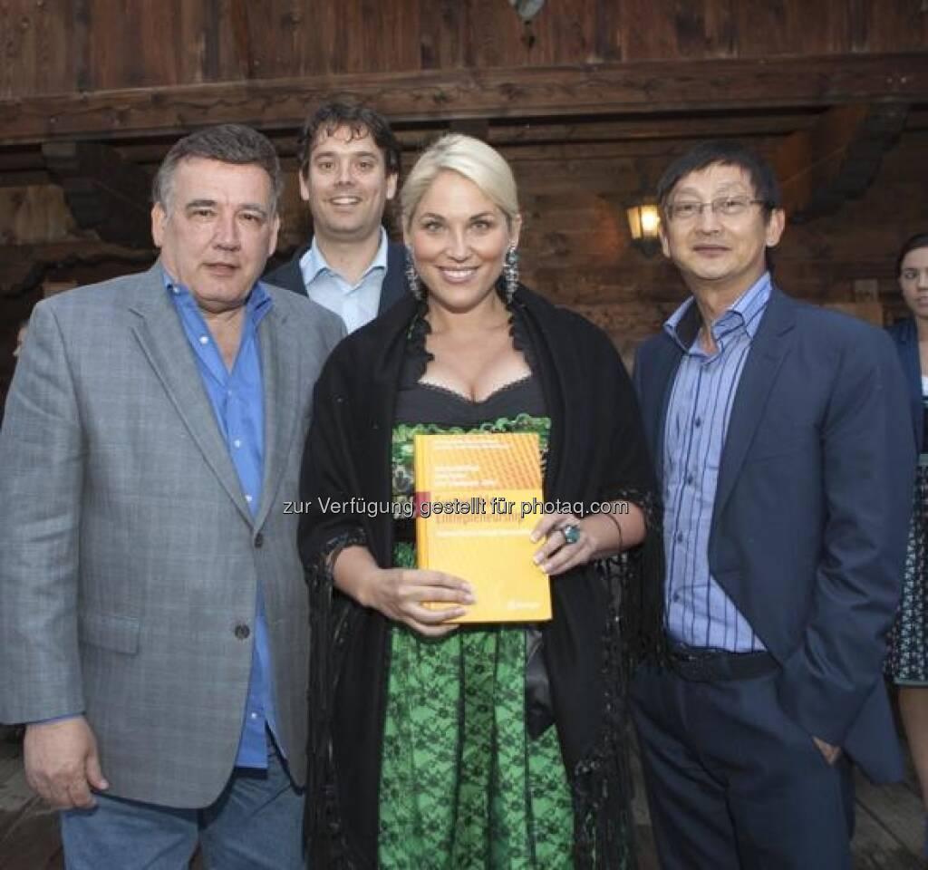 """Christina Weidinger präsentierte in Alpbach ihr neues Buch """"Sustainable Entrepreneurship. Business Success trough Sustainability"""", Springer Verlag, Herausgeber: Franz Fischler, René Schmidpeter, Christina Weidinger, Website: http://www.se-award.org (28.08.2013)"""