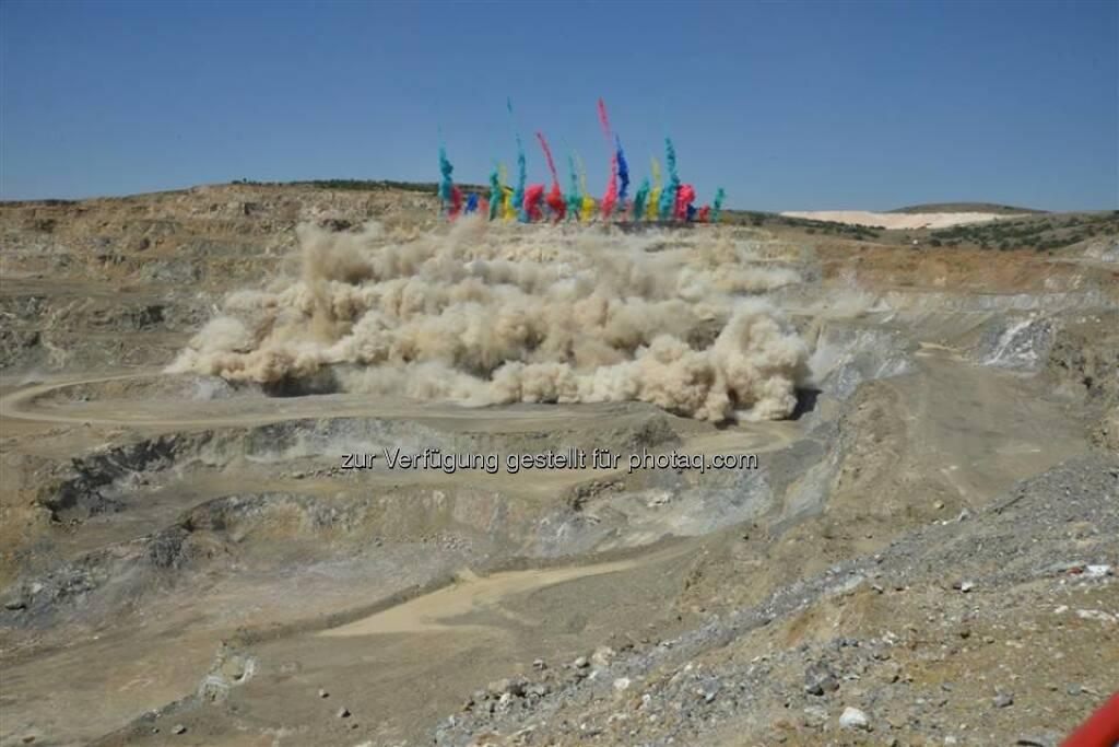 RHI: Das Werk Eskişehir in der Türkei ist eines der größten Rohstoffwerke. Jährlich produzieren dort 250 Mitarbeiter mehr als 85.000 Tonnen Feuerfestmaterial. Und das seit 50 Jahren (c) RHI (17.09.2013)